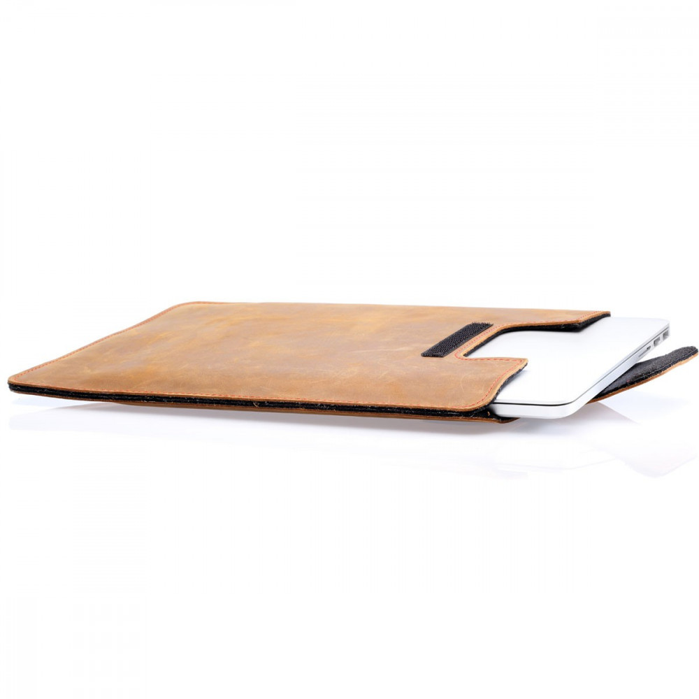 16-inch MacBook Pro leather case