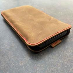 iPhone 13 Pro Lederhülle mit roten Nähten in den Farben grau, schwarz, dunkelbraun und camel